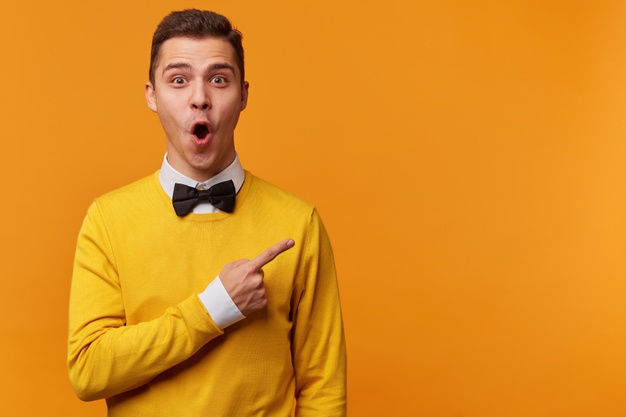 https://tippmixtippek1x2.hu/wp-content/uploads/2020/11/young-surprised-man-yellow-sweater-white-shirt-black-bow-tie-pointing-right-with-his-finger-shouting-wow_295783-1510.jpg